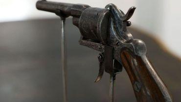 Le fameux revolver avec lequel Verlaine tira sur son amant le 10 juillet 1873 !