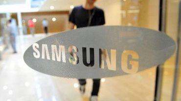 Un Sud-Coréen au siège de Samsung à Séoul, le 26 juillet 2013