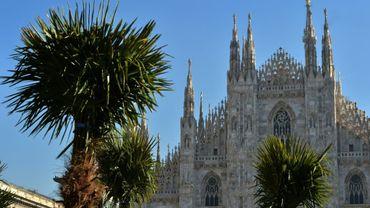Les palmiers récemment plantés devant la cathédrale de Milan, le 16 février 2017