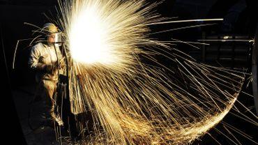 """Taxes sur l'acier et l'aluminium: les 28 adoptent """"à l'unanimité"""" les mesures de rétorsion contre Washington"""