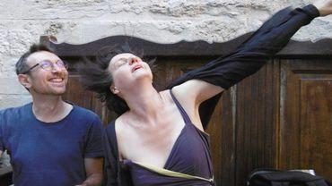 Les auteurs Rémi Pons et Laurence Vielle, photographiés à Avignon par la 3e auteure, Christine Van Acker