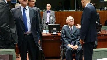 Les ministres des Finances allemand Wolfgang Schäuble (2e d) et Pierre Moscovici (2e g) le 15 novembre 2013 à Bruxelles