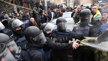 Des partisans de Mikheïl Saakachvili affrontent la police en voulant bloquer le fourgon où il a été embarqué à Kiev