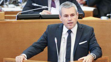 Le retour de la Wallonie à l'équilibre budgétaire en 2018 constitue un objectif réaliste, mais la trajectoire reste soumise aux aléas que nous ne maîtrisons pas, a affirmé jeudi le ministre wallon du Budget Christophe Lacroix.