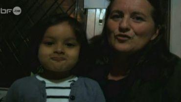 """Adoption """"illégale"""": Bénédicte toujours coincée au Népal avec sa fille"""