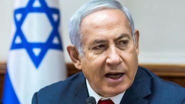 """Le Premier ministre israélien Benjamin Netanyahu réclamant un cessez-le-feu """"total"""" du Hamas à Gaza, lors d'un conseil des ministres à Jérusalem, le 12 août 2018"""