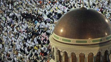 Prière près de la Grande Mosquée de La Mecque le lundi 31 octobre 2011