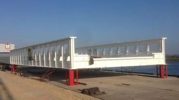 Le pont Liébin flambant neuf attendant d'être replacé