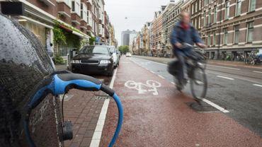 La voiture à moteur thermique va peu à peu laisser la place au tout électrique dans les grandes villes européennes (ici à Amsterdam).