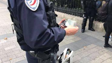 Un policier sur les Champs Elysées le 7 septembre 2019.