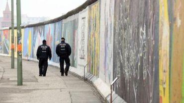 Les pans du mur de Berlin à la place du Luxembourg enfin pris en charge et protégés (illustration)
