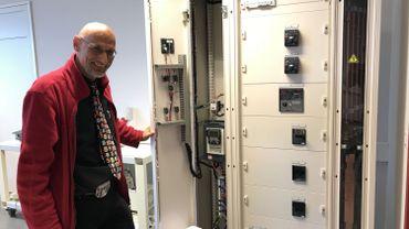 L'école dispose d'armoires électriques telles qu'on en trouve dans les data centers.