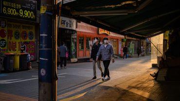 La Corée du Sud enregistre 100 nouveaux cas, dont un tiers venus de l'étranger