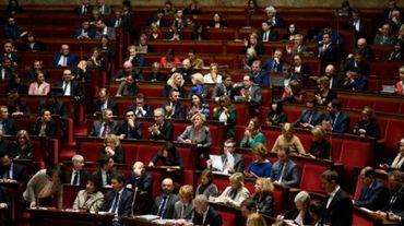 """France: débat sur les formulaires scolaires ou l'on remplace """"père et mère"""", par """"parent 1 et parent 2"""""""