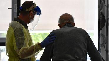 La Fédération des CPAS wallons souhaite imposer la vaccination dans les homes.