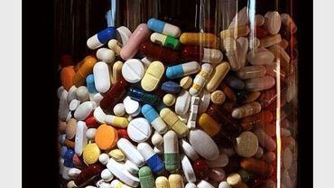 Un bocal rempli de médicaments