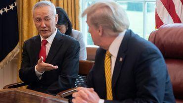 Le vice-Premier ministre chinois Liu He avec le président américain Donald Trump lors d'une réunion à la Maison Blanche le 4 avril 2019