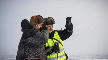 Photo prise le 15 mars 2017 près de la ville de Kautokeino de Mathis Andreas (G), d'un éleveur de rennes qui s'inquiète de projets d'extension minière évoqués dans la région, en patrouille avec Jim Hugo Hansen, policier des rennes