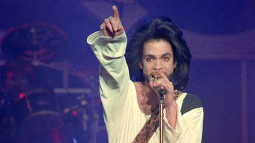 Prince a jalousement surveillé la diffusion de ses oeuvres sur internet pendant sa carrière, faisant notamment retirer les vidéos prises pendant ses concerts ou les reprises de ses chansons.