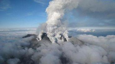 Eruption volcanique dans le centre du Japon: plus de 40 blessés, les secours s'affairent