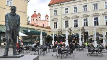 Déconfinement : Vilnius retrouve le plaisir des dîners en terrasse.