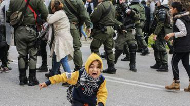 Grèce: la police lance des gaz lacrymogènes sur des migrants qui manifestent à Lesbos