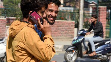 Avec une population jeune et de plus en plus connectée à internet, le géant d'Asie du Sud représente un marché prometteur pour les géants de l'internet.