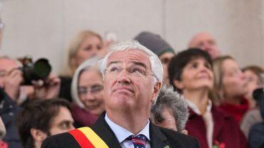 Carl Decaluwé, gouverneur CD&V de Flandre Occidentale, semble moins craindre les pigeons que les réfugiés.