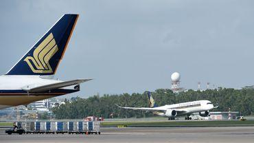 """Singapore Airlines (SIA) a annoncé mardi renoncer à son offre de """"vols vers nulle part"""" après des protestations sur l'impact environnemental"""