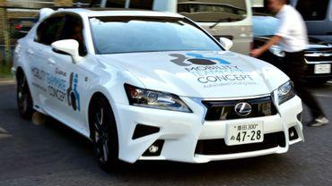 Présentation d'une Toyota Lexus GS450h à Tokyo, le 6 octobre 2015 Le géant de l'automobile japonais annonce la formation d'un consortium avec plusieurs groupes pour favoriser l'essor des voitures autonomes