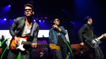 Kevin (31 ans aujourd'hui), Joe (29) et Nick Jonas (26) ont publié quatre albums studios entre 2006 et 2009, les deux derniers atteignant le sommet des ventes aux Etats-Unis.