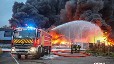 Début de l'enquête sur le terrain pour identifier l'origine de l'incendie de l'usine Lubrizol à Rouen