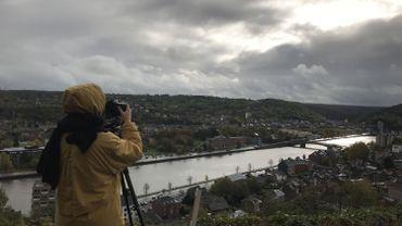 La photographe Serena Vittorini en reportage pour Médor sur les hauteurs de Huy