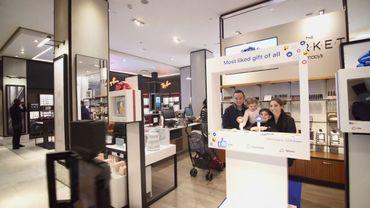 Macy's accueille pendant trois mois plusieurs boutiques Facebook éphémères.
