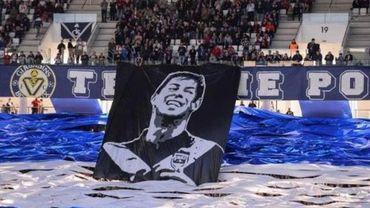 """Disparition du footballeur Emiliano Sala: le pilote """"pas habilité à voler la nuit"""""""