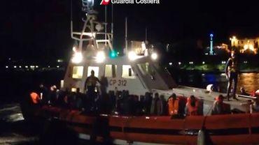 Près de 700 migrants ont été secourus dans la nuit au large de la Sicile, en Italie