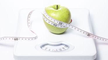 Les repas réguliers et non les régimes évitent la prise de poids