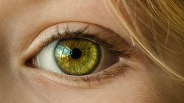 """""""Bright Eye Challenge"""": pourquoi des jeunes se mettent-ils de l""""eau de javel dans les yeux?"""