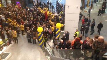 Beaucoup de monde pour le premier jour d'ouverture du magasin IKEA de Mons, une ouverture qui ne fait cependant pas l'unanimité