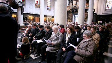 Le lien entre le Belge et l'Église catholique ne cesse de s'effriter
