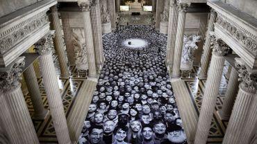 4.160 portraits d'anonymes de France et du monde, immortalisés tout sourire, par JR
