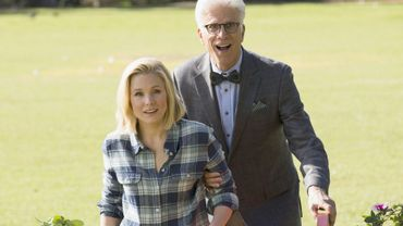 """""""The Good Place"""", portée par Kristen Bell et Ted Danson, est renouvelée pour une quatrième saison."""