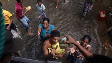Les secours retrouvent de nouvelles victimes des inondations au Sri Lanka
