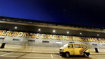 Combi de police devant l'aéroport de Charleroi, en 2009