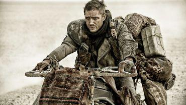 """Tom Hardy tient le rôle principal de """"Mad Max: Fury Road"""" qui a récolté plus de 378 millions de dollars de recettes dans le monde en 2015."""