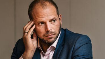 Soixante sans-papiers ont récemment été libérés du centre fermé pour personnes en situation illégale de Merksplas afin d'y faire de la place pour des migrants en transit, dont l'interpellation constitue une priorité aux yeux de Theo Francken.