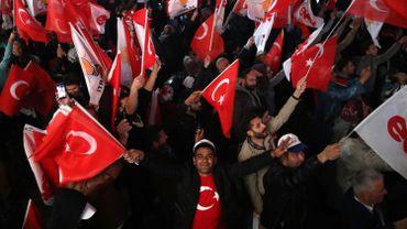 """L'Arabie salue le """"succès"""" du référendum en Turquie"""