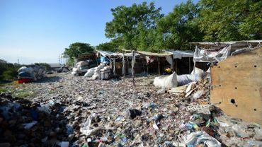 Denpasar - Indonésie. Un village enseveli sous le plastique d'importation