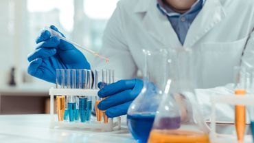 Coronavirus: Sanofi et Regeneron débutent un essai clinique sur un traitement potentiel.
