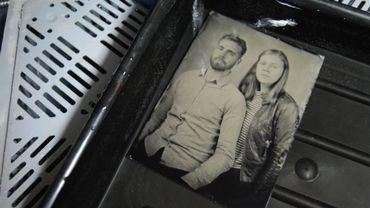 """Jelske et Milan, photographiés par Silvano Magnone avec la technique du """"Collodion humide"""" lors de leur reportage"""